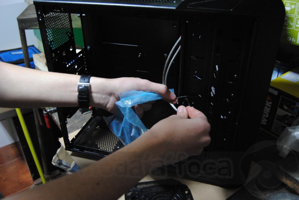 http://www.modaafoca.com/imagensmodaafoca/equipa/projectos/blackstormh406/28012012/blackstormh406sparky02.JPG