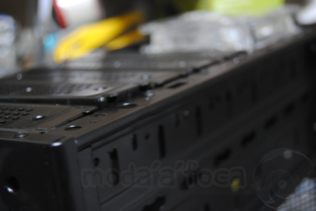 http://www.modaafoca.com/imagensmodaafoca/equipa/projectos/blackstormh406/28012012/blackstormh406sparky10.JPG