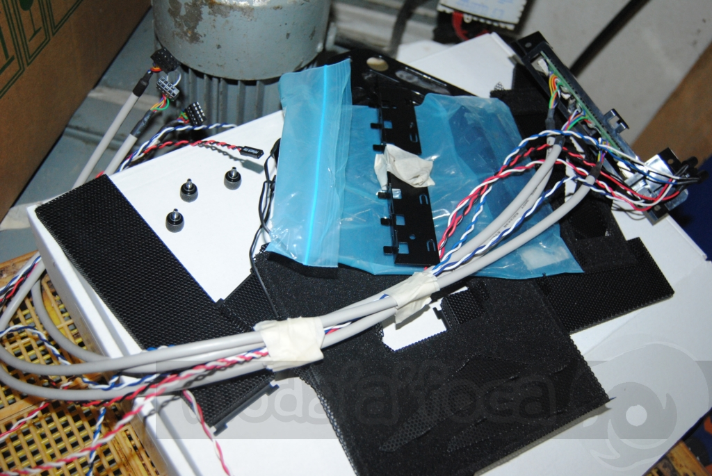 http://www.modaafoca.com/imagensmodaafoca/equipa/projectos/blackstormh406/28012012/blackstormh406sparky20.JPG