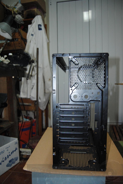 http://www.modaafoca.com/imagensmodaafoca/equipa/projectos/blackstormh406/28012012/blackstormh406sparky22.JPG