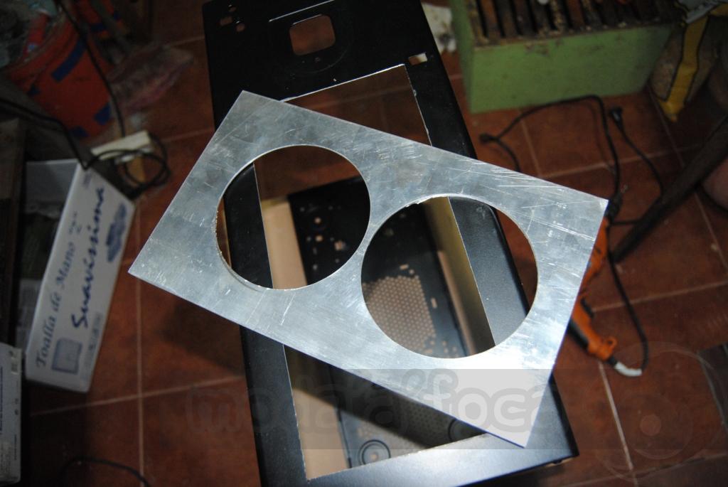 http://www.modaafoca.com/imagensmodaafoca/equipa/projectos/blackstormh406/28012012/blackstormh406sparky25.JPG