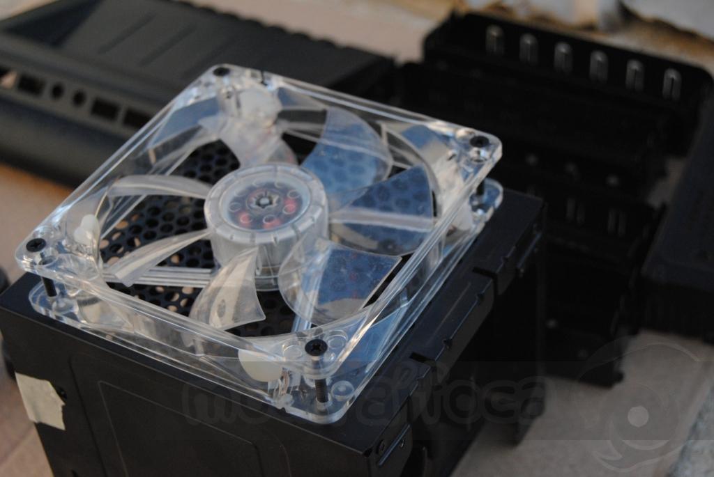 http://www.modaafoca.com/imagensmodaafoca/equipa/projectos/blackstormh406/29012012/blackstormh406bluecaseshow06.JPG