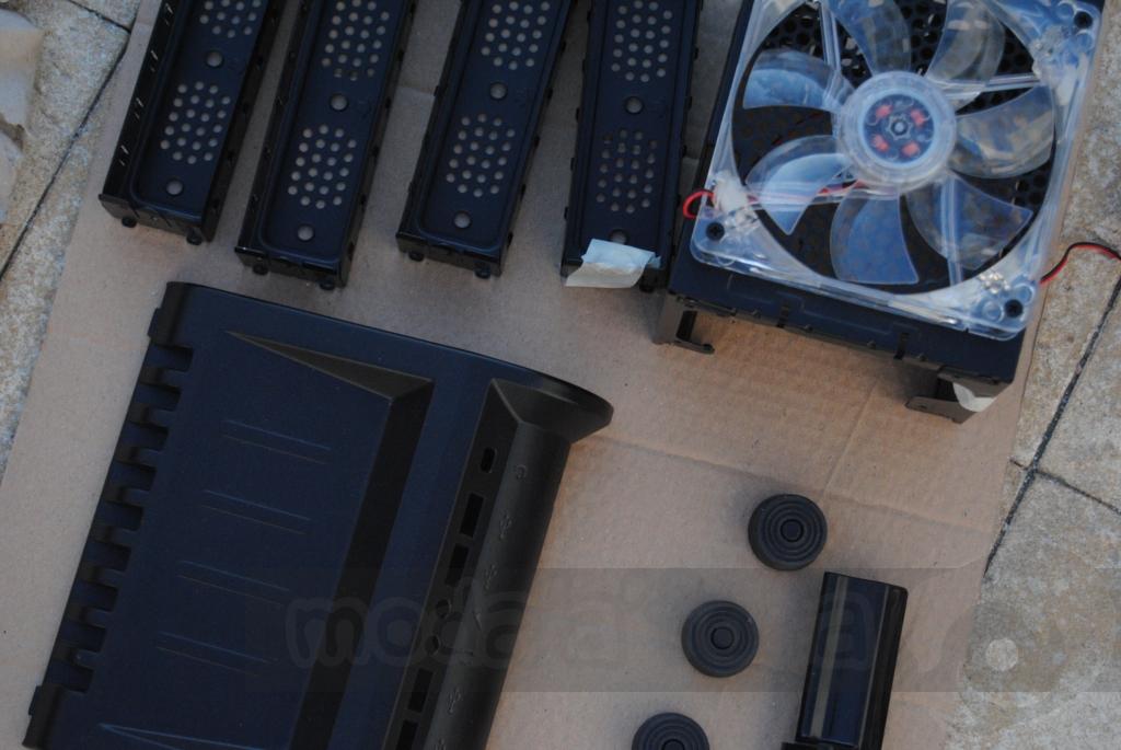 http://www.modaafoca.com/imagensmodaafoca/equipa/projectos/blackstormh406/29012012/blackstormh406bluecaseshow07.JPG