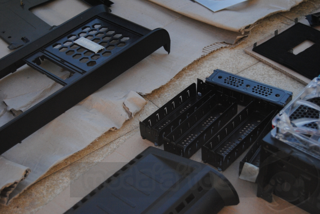 http://www.modaafoca.com/imagensmodaafoca/equipa/projectos/blackstormh406/29012012/blackstormh406bluecaseshow08.JPG